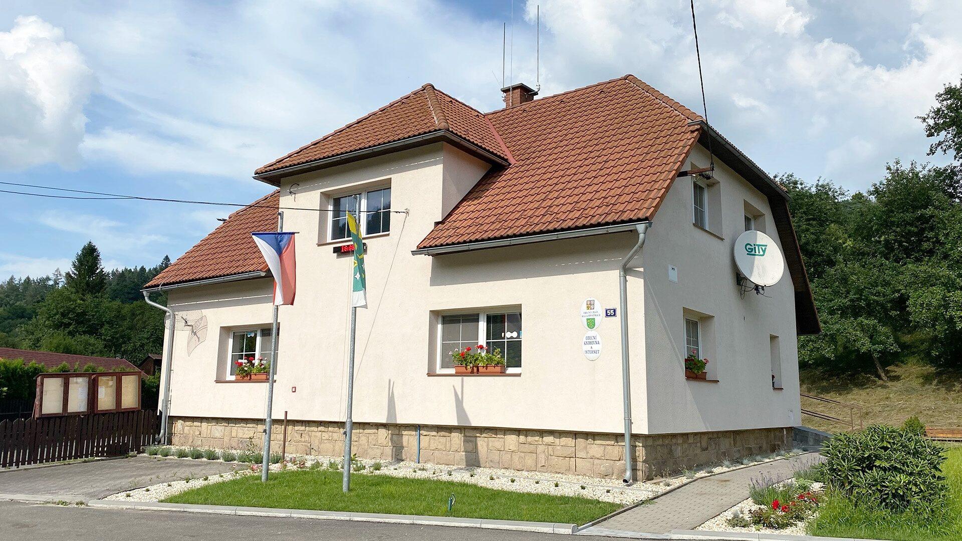 Budova obecního úřadu v Malé Bystřici